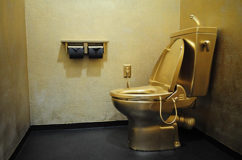 金のトイレ2